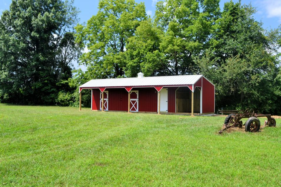 Deluxe Horse Barn with Run In